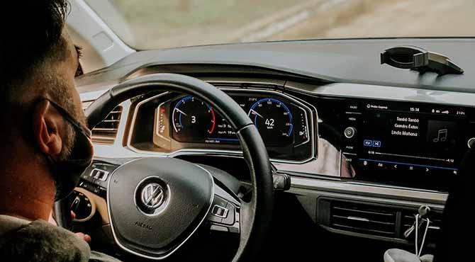 Prikaz enterijera, kontrolne table kožnog volana Golf automobila