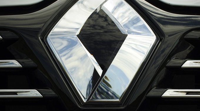 Logo na Renault automobilu