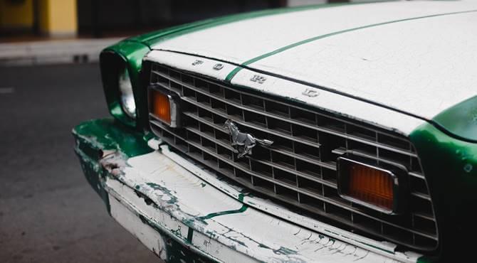 prednji prikaz automobila Ford